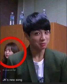 Jungkook Songs, Jungkook Abs, Foto Jungkook, Bts Bangtan Boy, Bts Taehyung, Bts Boys, Bts Memes Hilarious, Bts Funny Videos, Bts Aegyo