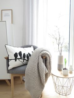 Cheap Winter Decor Ideas for Your Apartment - Awesome Cheap Winter Decor Ideas for Your Apartment, Make Your Own Winter Wonderland with these Winter Balcony Decor Ideas Winter Balcony, Winter House, Home And Living, Living Room, Decor Scandinavian, Relax, Winter Home Decor, Décor Boho, Grey Wood