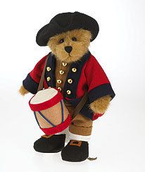 "Nathaniel-Boyds Bears #4028321 Williamsburg Limited Edition   Our Williamsburg Limited Edition fella, Nathaniel is a 10"" handsome bear if we do say so ourselves! He's dressed in a traditional military musician uniform complete with camel-cuffed britches and vest, gold buttons and spatterdashes that cover the bottom of his legs. His red and blue waistcoat also features gold buttons and his felt hat, drum and shoes complete his outfit!"