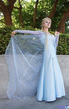 disneycosplayftw:  Elsa (the snow queen) cosplay from Disney's Frozen worn at San Diego Comic Con 2013