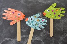 Handprint fish puppets - kid craft easy crafts for kids, puppets, tha Craft Projects For Kids, Crafts For Kids To Make, Diy Arts And Crafts, Creative Crafts, Paper Crafts, Kids Diy, Toddler Crafts, Preschool Crafts, Fish Crafts