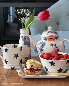 Red, white and blue with Emma Bridgewater Anemone and Blue Star patterns. Afternoon tea will be so bright with this collection. Add a freshly baked scone and you have the perfect snack. Small Milk Bottles, Red Anemone, Emma Bridgewater Pottery, Pottery Painting Designs, Painted Mugs, Blue Pottery, Kettles, Delicious Fruit, Tea Service