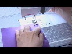 šikmý proužek http://www.draperyu.com/sewing-tips-how-to-make-bias-binding-tape-needle-pin/