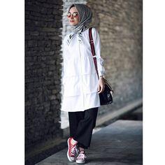 Pinterest @avin salah Abaya Fashion, Muslim Fashion, Modest Fashion, Girl Fashion, Fashion Outfits, Womens Fashion, Hijab Style, Hijab Chic, Casual Hijab Outfit