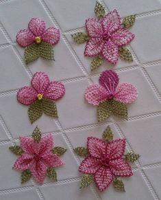Başörtüsü Namaz Örtüsü Tesbih ve Havlu Kenarına 29 İğne Oyası Modeli Baby Knitting Patterns, Smocking Patterns, Hand Embroidery Videos, Hand Embroidery Designs, Embroidery Stitches, Needle Tatting, Needle Lace, Crochet Sunflower, Crochet Flowers