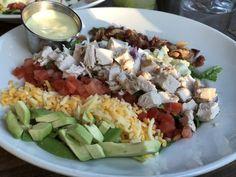 Oppskrift på favoritt salat fra Fridays og en kjempegod dressing Food Inspiration, Cobb Salad, Food And Drink, Dressing, Cooking, Cheddar, Dinner Ideas, Easy, Kitchen