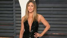 """BTW, Jennifer Aniston Was Into Self-Care Before It Was Cool The actress shares her current can& fitness, beauty, and wellness rituals—and how she prioritizes """"me"""" time no matter what. Jennifer Aniston Workout, Jennifer Aniston Hair Color, Jennifer Anistan, Fashion News, Fashion Beauty, Lauren London, Shape Magazine, Beauty Routines, Selena"""