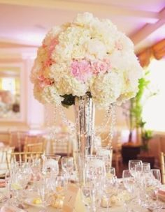 Wedding Reception Centerpiece Inspiration - Photo: Binaryflips Photography