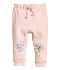Joggers in light cotton sweatshirt fabric with elastication and a decorative tie at the waist, appliqués on the knees and ribbed hems. Little Girl Outfits, Toddler Girl Outfits, Toddler Fashion, Fashion Kids, Kids Outfits, Girls Clothes Shops, Trendy Baby Boy Clothes, Kids Clothes Sale, Usa Baby