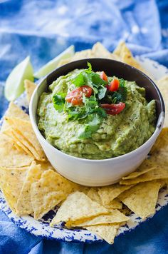 Quick & Easy Homemade Guacamole by @SoLetsHangOut is made in a food processor and only takes a couple of minutes! #guacamole #easy #cincodemayo #glutenfree #paleo