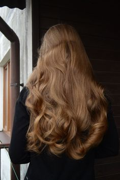 long brown hair and hairstyle inspiration with beachy waves and highlights perfect for summer and natural beauty Messy Hairstyles, Pretty Hairstyles, Female Hairstyles, Hairstyles 2018, Unique Hairstyles, Hair Inspo, Hair Inspiration, Hair Day, Gorgeous Hair