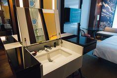 アジア初上陸「ハイアット セントリック」の内部公開、ミレニアル世代がターゲット American Restoration, Hotel Interiors, Park Hotel, Basin, Guest Room, Mirror, Bathroom, Hospitality, Resorts