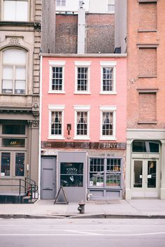 Take us to Manhattan! This pink house has our name on it in Tribeca, New York.