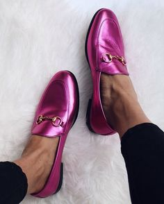 Metallic pink gucci loafers Come say hi -> more styles inspo: www.instagram.com/vv.moodboard fashion style women's fashion outfits footwear, shoes and boots @valuablevanity