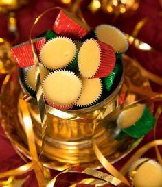 julgodis vit is. Xmas Food, Christmas Sweets, Christmas Candy, Christmas Cookies, Christmas Time, Bagan, Holiday Baking, Christmas Baking, Candy Recipes