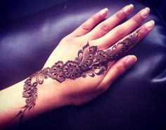 Intricate Mehndi Patterns : Cool front hand peacock mehndi designs for girls fashion