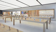 The Apple Store at Brickell City Centre Opens Saturday Interior Design And Technology, Shop Interior Design, Retail Design, Store Design, Display Shop, Iphone Store, Mobile Shop Design, Apple Store, Mobile Phone Shops