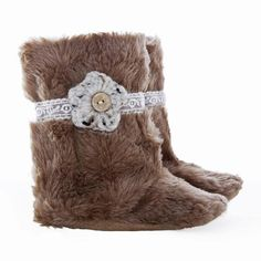 Hand-crafted, soft leather sole shoes, perfect for little growing feet! Toddler Boots, Toddler Outfits, Foot Chart, Faux Fur Boots, Stylish Boots, Baby Bows, Baby Booties, Crochet Flowers, Kids Fashion