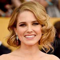 The #fauxbob is a gorgeous look for a wedding!