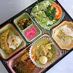 中華丼の具 鯖の韓国風味噌煮(甜麺醤、中華甘味噌) 大シューマイと揚げギョウザ 春雨の酢の物 サラダ、漬物他  ごはんは旧音羽町のあいちのかおりを使用しています。 豊川市と豊橋市の一部に弁当を宅配しています。一食から対応可能なエリアもありますのでお問い合わせください。 - 2件のもぐもぐ - 日替わり弁当 中華丼の具 豊川市の宅配ランチは by kurita820E3f