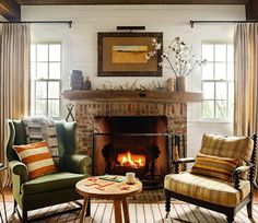 Warm temperatures won't stop us from welcoming our favorite season of the year in front of a cozy fireplace (: Lincoln Barbour; architect: @keith_summerour; designer: @thedesignatelier) #homedecor #homesweethome