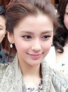 She is one pretty lady. Beautiful Asian Women, Beautiful People, Prity Girl, Angelababy, Cute Beauty, Cute Faces, Pretty Face, Beauty Women, Asian Beauty