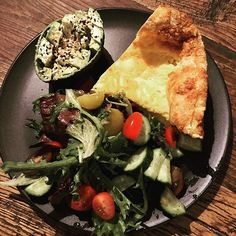 Miss Daisys #eggfast transition dinner on day 6. Cheese and egg quiche with salad with @primalkitchenfoods dressing available at @lowcarbemporium and avocado with EBTB seasoning. Delicious.  X . . . . @health_first_keto @thebestversionofmaggie @keto.genic.life @vm_sjourney @ketolauren_xo . #missrdaisy #racheldaisy #melbourne #melbourneblogger #blogger #recipeblogger #keto #ketodiet #ketoblogger #ketorecipe #recipe #ketomeal #ketoweightloss #ketoaustralia #ketogirl  #ketolifestyle #ketofood #inte