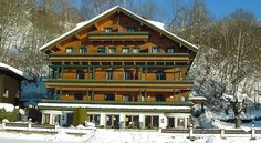 Appartements Kitzsteinhorn Zell Am See This cosy apartment house is located directly on the east shore of Lake Zell and across the town of Zell am See.  Appartements Kitzsteinhorn offer comfortable apartments with a kitchenette, and a balcony with fantastic lake views.