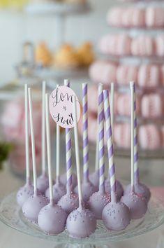 Süße Naschereien Für Jede Party   Mummyandmini.com Fotos: Rebecca Conte Photography Naschereien: Naschwerk und Co. lila cakepops