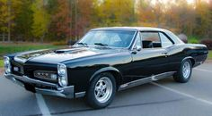 "The very popular Camrao A favorite for car collectors. The Muscle Car History Back in the and the American car manufacturers diversified their automobile lines with high performance vehicles which came to be known as ""Muscle Cars. 67 Pontiac Gto, Pontiac Firebird, Audi, Porsche, 1957 Chevrolet, Chevrolet Chevelle, Cadillac, Auto Gif, 1967 Gto"