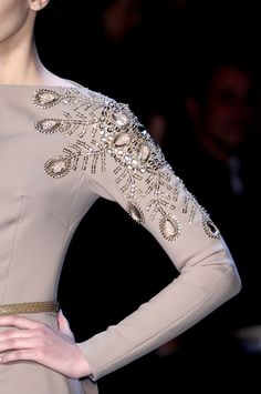 255 details photos of Christian Dior at Paris Fashion Week Fall 2007.