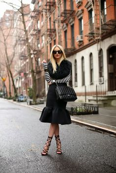 Trendy Skirts for This Season: 21 Stylish Outfit Ideas Look Fashion, Skirt Fashion, High Fashion, Womens Fashion, Fashion Trends, Chanel Fashion, Street Fashion, Office Fashion, Fashion Bloggers