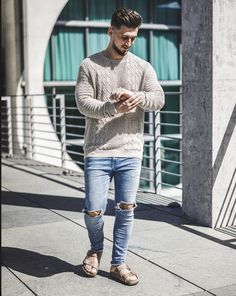 Unisex Fashion, Mens Fashion, Low Fade Haircut, Birkenstock Men, Mens Hairstyles With Beard, Barefoot Men, Preppy Southern, Autumn Clothes, Mens Flip Flops