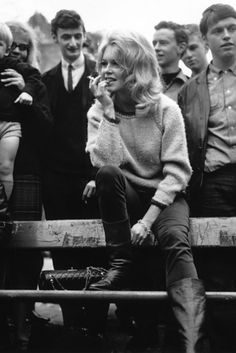 Brigitte Bardot - Iconic Women Who Prove Style Peaked In The Beautiful black and whites style. Brigitte Bardot, Bridget Bardot, 1960s Fashion, Vintage Fashion, Iconic Women, Mode Vintage, Looks Cool, Mode Inspiration, Mode Style