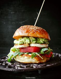 Burger with halloumi, tomato and avocado