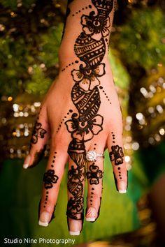 Mehndi Artists http://maharaniweddings.com/gallery/photo/24118
