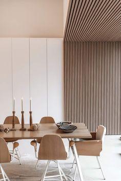 Bardage bois intérieur : comment l'adopter ? - Côté Maison Modern Interior Design, Interior Architecture, Modern Ceiling Design, Office Ceiling Design, Interior Inspiration, Room Inspiration, Küchen Design, Design Trends, Design Ideas
