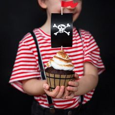 Pirate Birthday: everything for a child's birthday! Cupcake Picks, Cupcake Toppers, Party Girlande, Pirate Party Decorations, Party Banner, Pirate Birthday, 7th Birthday, Paper Cupcake, Party In A Box