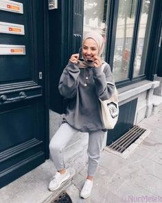 k mentions J'aime, 159 commentaires - SAMIA. - k mentions J'aime, 159 commentaires – SAMIA… – # Modern Hijab Fashion, Street Hijab Fashion, Muslim Fashion, Modest Fashion, Islamic Fashion, Casual Hijab Outfit, Hijab Chic, Legging Outfits, Mode Outfits