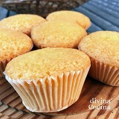 INGREDIENTES para 12-14 magdalenas (según tamaño) 220 gr harina(mejor si es de repostería, pero puedes usar harina normal) Edulcorante líquido (la cantidad varía según las marcas, lo normal es poner unas dos cucharadas, lo equivalente a 6 cucharadas de azúcar, 150 gr de azúcar) 125ml de leche (o un yogur natural sin azúcar) 160ml … Flan, Cake Cookies, Cupcake Cakes, Pan Dulce, Sin Gluten, Let Them Eat Cake, Sugar Free, Vegetarian Recipes, Muffins