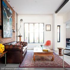 Das Wohnzimmer ist der wohl meist genutzte Raum zu Hause – eben darum sollten wir ihm besonders viel Aufmerksamkeit und Fürsorge zuwenden. Die Idee, dem Wohnzimmer …