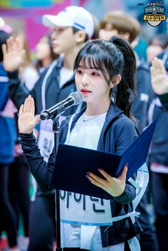 Irene 💎look at wonho in the background 😂😚😻 Wendy Red Velvet, Red Velvet Irene, Seulgi, Snsd, Red Valvet, Redvelvet Kpop, Heaven Sent, Velvet Fashion, Katniss Everdeen