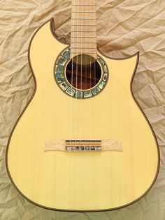 Andalusian Guitars Marcelo Barbero 1945 Special Cutaway Guitar Pics, Banjos, Ex Machina, Custom Guitars, Classical Guitar, Acoustic Guitars, Vintage Guitars, Les Paul, Musical Instruments