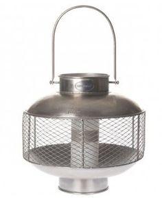 Stoere, maar stijlvolle lantaarn van Riverdale. De lantaarn is gemaakt van metaal en geschikt voor binnen en buiten.  -