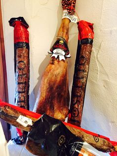 Sensacional foto de algunos de nuestros embutidos ibéricos http://masmit.com. Chorizo Joselito y Jamón Ibérico de Bellota de Jabugo. Embutidos online de calidad. Tu Marca de Calidad en Carne Online.