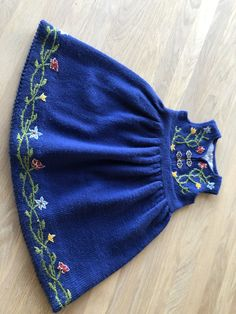Liten «Nordlandsbunad» strikket og brodert etter eget hode😊 Knitted Hats, Knitting, Fashion, Moda, Tricot, Fashion Styles, Knit Caps, Cast On Knitting, Stricken