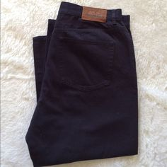 Ralph Lauen Capri in navy  Gently used                                                  Please ask for additional pictures, measurements, or ask questions before purchase.  No trades or other apps  Ships next business day, unless noted in my closet   Bundle for discount Ralph Lauren Pants Capris