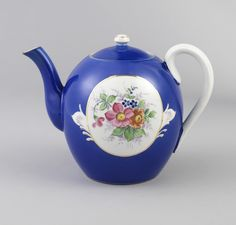 Teapot And Lid, late 19th–early 20th century, Russia Manufactured by Gardner Porcelain Factory