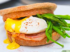 Como Fazer Ovos Benedict: 17 Passos (com Imagens) Eggs, Breakfast, Food, Easy Eggs Benedict, Classic Plates, Asparagus, Meal, Egg, Eten