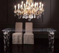Una mesa con un diseño clásico fabricado en un material contemporáneo.